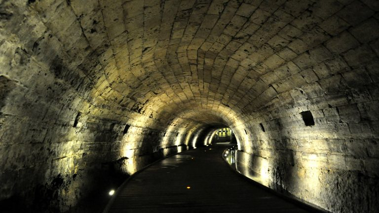 Hallan túneles que los Caballeros Templarios habrían usado para transportar sus tesoros perdidos