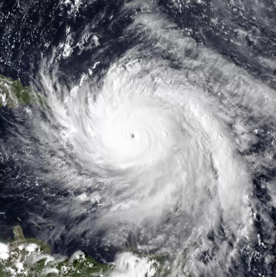 El 19 de septiembre de 2017, el huracán María alcanzó la intensidad máxima y avanzó hacia Puerto Rico. Una nueva investigación muestra que los huracanes u otras tormentas fuertes pueden producir vibraciones en el fondo del océano cercano, tan fuertes como un terremoto de magnitud 3.5