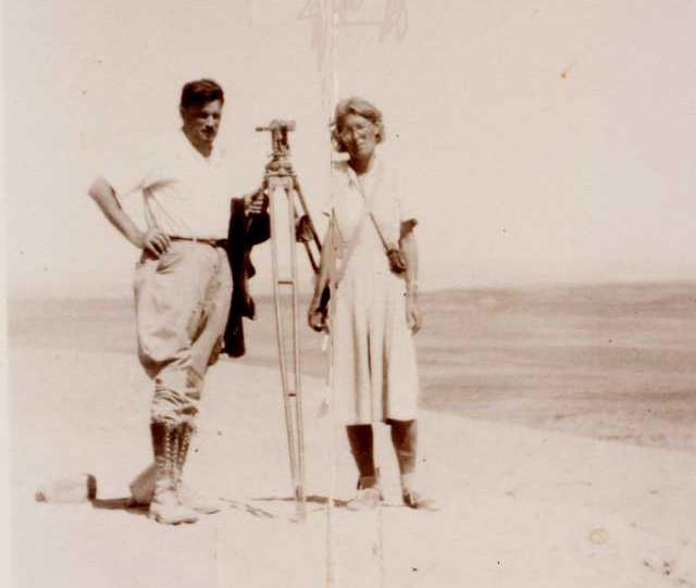 Paul Kosok junto a María Reiche, quiénes abogaron por la tesis de un calendario astronómico