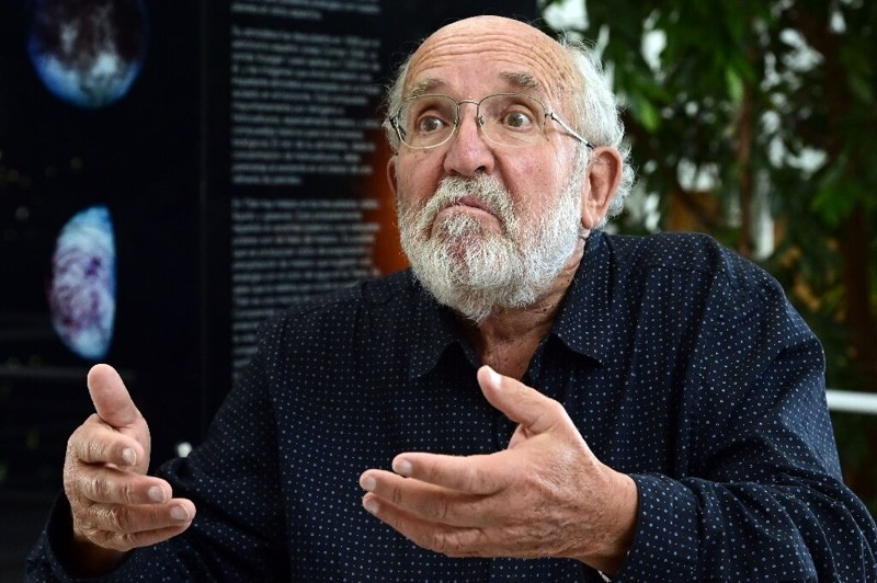 El ganador del premio Nobel, Michel Mayor, dice que la idea de que los humanos vayan a otro planeta es «completamente loca»