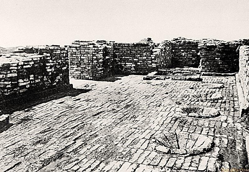 Impactante toma de Mohenjo Daro que muestra su estilizada ingeniería, observándose pisos enladrillados, signos de una avanzada civilización