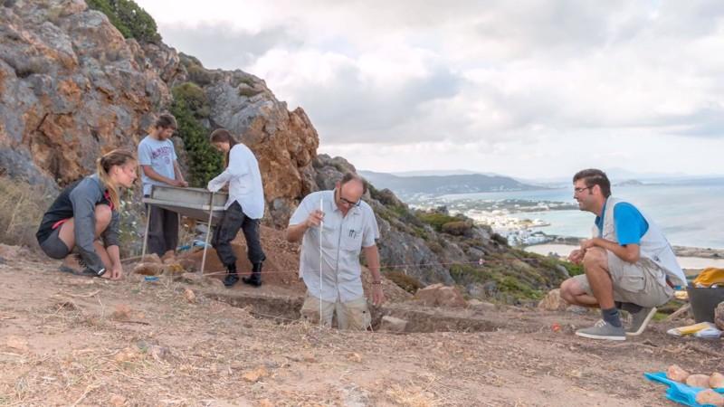 Equipo de la McMaster University en plenas excavaciones en el sitio