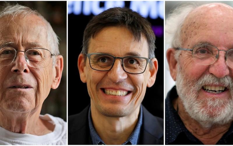 Ganadores del Premio Nobel de Física, desde la izquierda, James Peebles en Princeton, Nueva Jersey, Didier Queloz en Londres y Michel Mayor en Madrid