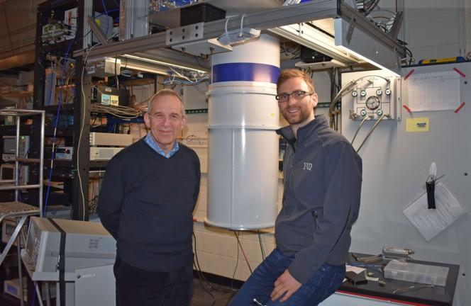 Michel Devoret y Zlatko Minev en el laboratorio donde desarrollaron su experimento