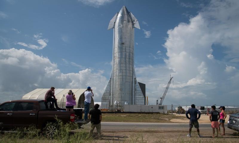 Un prototipo de la nueva nave espacial SpaceX de Elon Musk en Texas