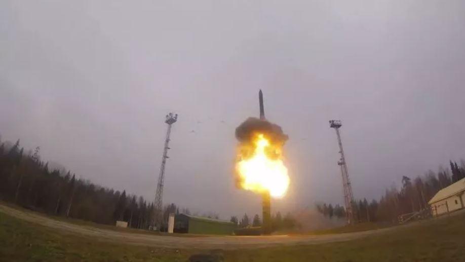 Rusia prueba un misil balístico intercontinental RS-24 Yars (ICBM) en el Cosmódromo de Plesetsk en Mirny, provincia de Arkhangelsk, el 17 de octubre, como parte de los ejercicios de las Fuerzas de Misiles Estratégicos Thunder 2019