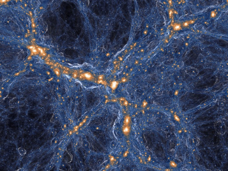 Una vista simulada de la densidad de la materia oscura (azul) y la materia visible (naranja) en la red cósmica del universo