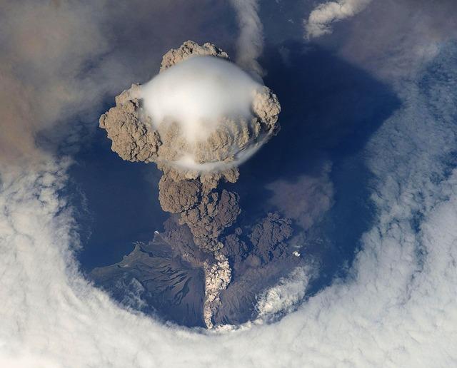 Erupción volcánica. Los negadores del calentamiento global causado por el humano siempre tendían a responsabilizar a los volcanes. Ahora se ha comprobado que emitimos más CO2 que todos los volcanes combinados