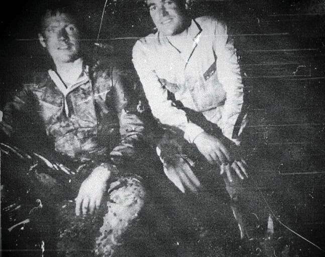 Fotografía del interior de Tayos en 1976, retratando a Neil Armstrong, junto a un sonriente Julio Goyén Aguado, y uno de los protagonistas fundamentales de la saga