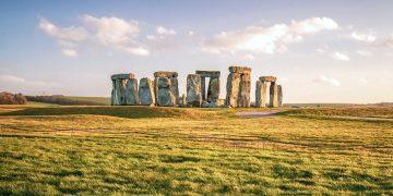 Hallan antiguo sitio ritual tres veces más grande que el círculo de Stonehenge