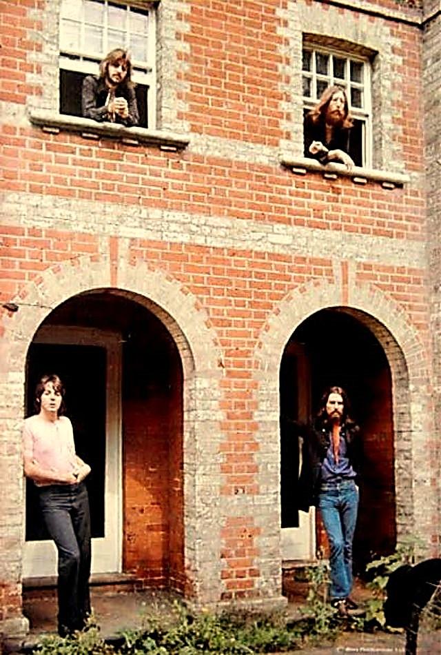Fotografía de Agosto de 1969, retratado a los fabulosos cuatro. Tras la disolución de The Beatles, John Lennon sería presa de una terrible depresión