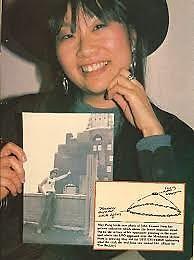 May Pang fue testigo junto a John Lennon del avistamiento OVNI, que ambos observaran en 1974, más tarde retratado en su libro, «Adorado John», 1983