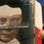 Pintan un mural gigante de Greta Thunberg en todo el centro de San Francisco, EE.UU.