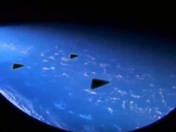 Tres objetos triangulares son vistos por astronauta desde la Estación Espacial Internacional