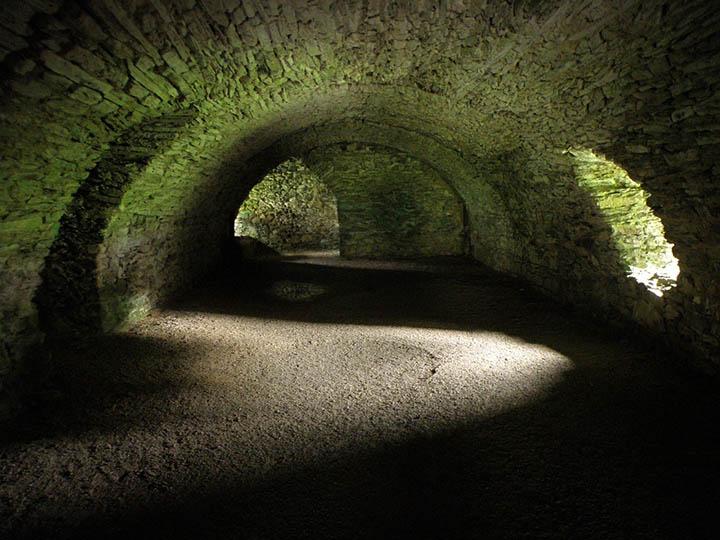 Túneles subterráneos que conectan el planeta: pasajes bajo los Andes, bajo las Pirámides de Giza, bajo el océano y más