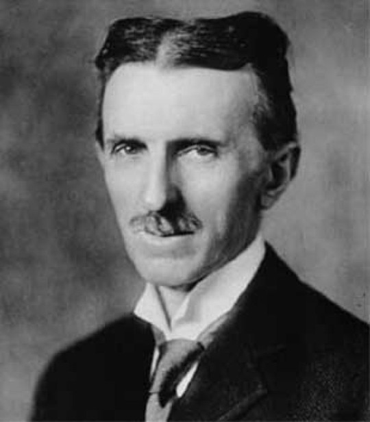 ¿Nikola Tesla construyó un automóvil eléctrico?