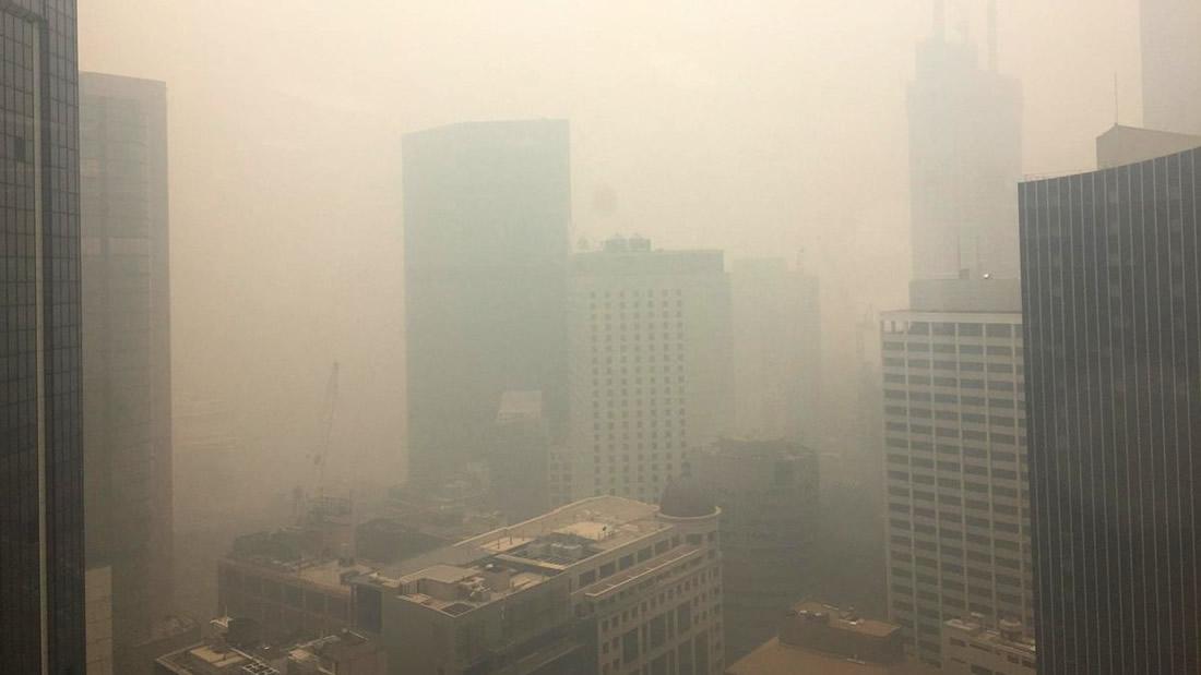 Australia es cubierta por una capa de gas tóxico y la calidad del aire se ubica a más de 12 veces el nivel peligroso