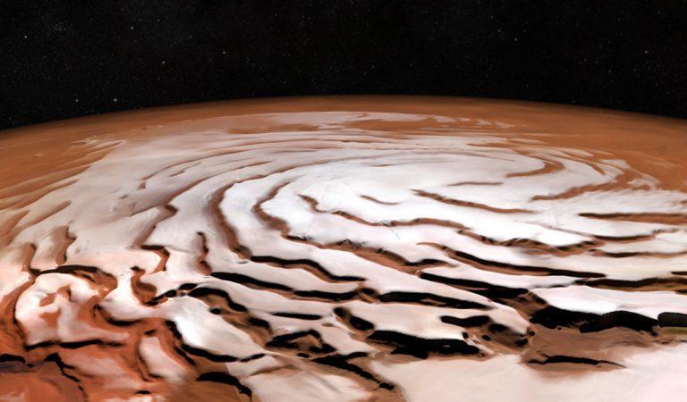Marte posee hielo de agua a solo 2.5 centímetros de la superficie, detecta NASA