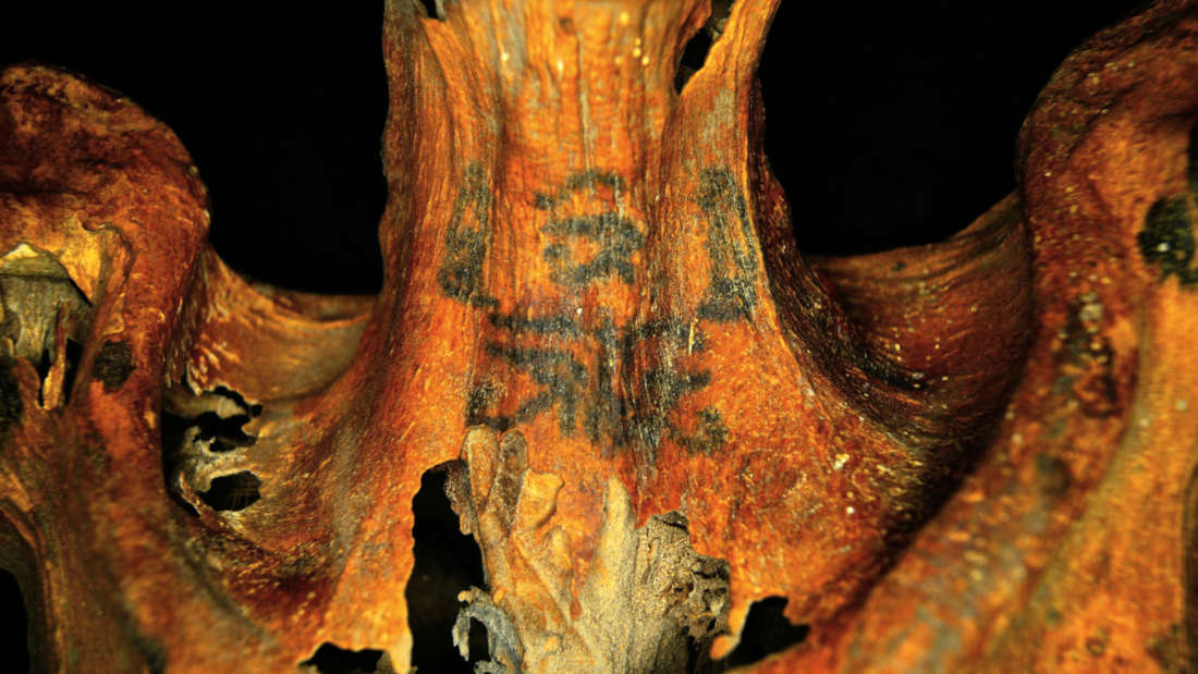 Revelan tatuajes ocultos en momias egipcias de 3.000 años