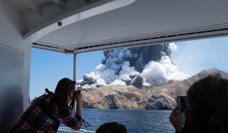 Volcán explota en Nueva Zelanda y deja varios muertos, heridos y desaparecidos