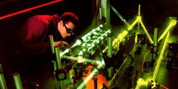 Físico planea crear un láser de rayos gamma usando antimateria