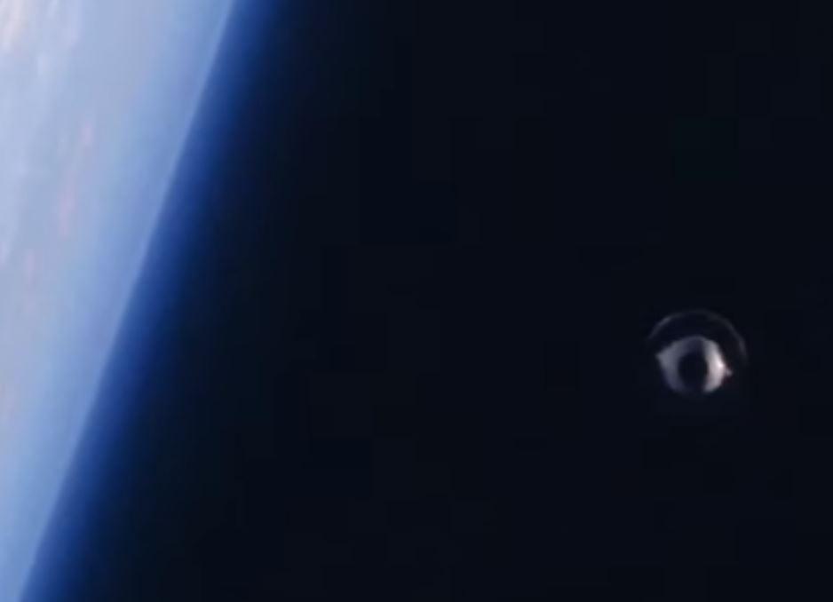 Misterioso objeto discoidal fue fotografiado en el espacio