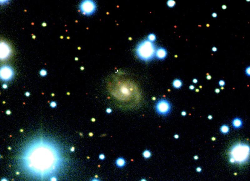 Detectan señales de radio provenientes de una extraña forma de V en una galaxia espiral