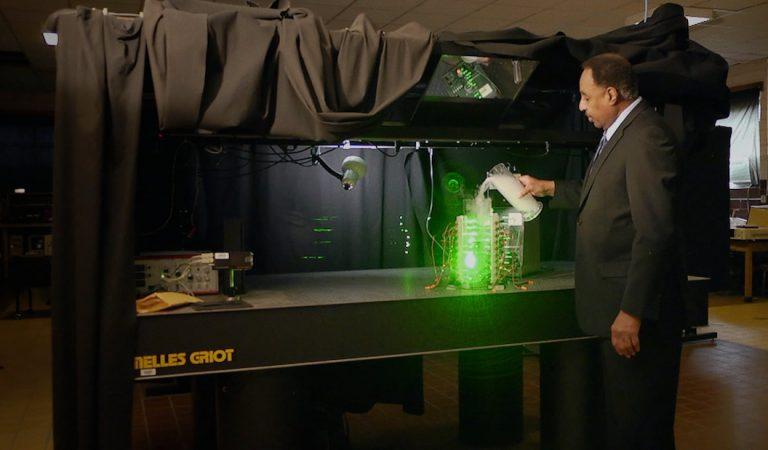 Astrofísico afirma saber como construir una máquina del tiempo