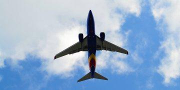 Avión de pasajeros se estrella en Irán con 180 pasajeros a bordo