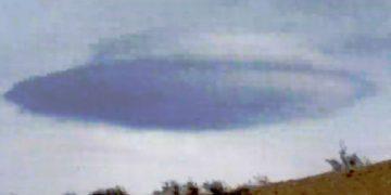 Enorme nube lenticular es fotografiada en Las Vegas, EE.UU.