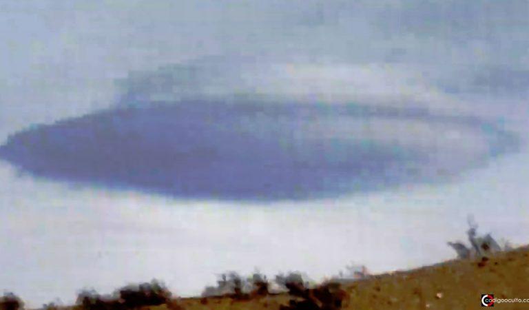 Enorme nube lenticular es grabada en Las Vegas, EE.UU.