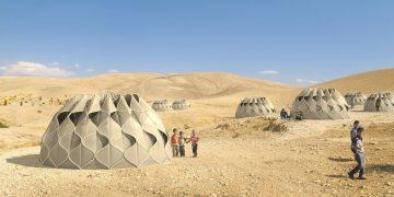 Arquitecta diseña carpas para refugiados que pueden almacenar energía solar y agua de lluvia