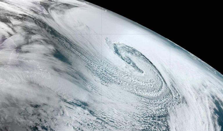 Un «ciclón bomba» se forma en el Atlántico y genera una advertencia climática