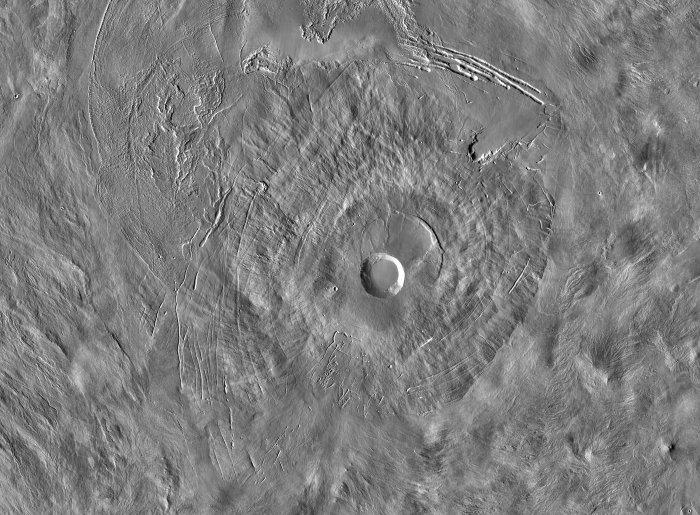 Develan un enorme y extraño agujero en Marte: entrada a una caverna subterránea