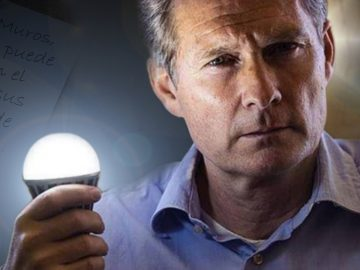 Inventor de la bombilla que nunca muere: amenazado por la élite