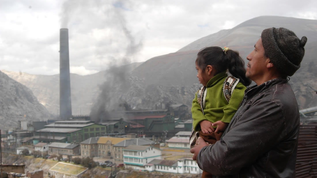 Miles de niños y sus familias fueron contaminados con plomo por minería en Perú