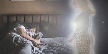 Soñar con seres queridos fallecidos: ¿una ayuda desde el más allá?