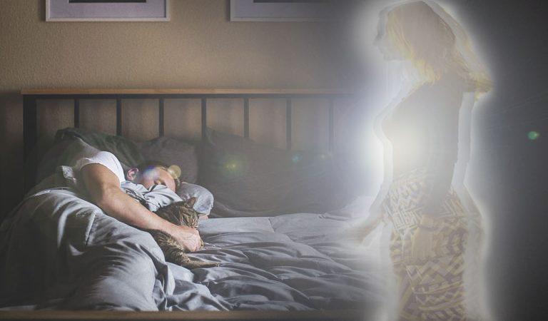 Soñar con seres queridos fallecidos: ¿un mensaje desde el más allá?