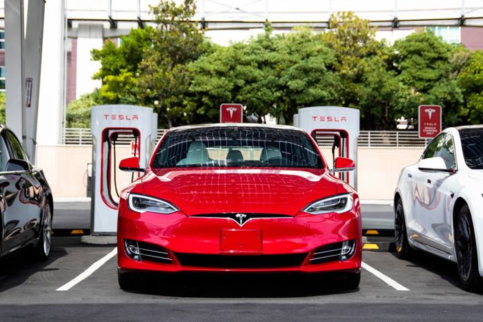 Tesla lanzará batería de «Un Millón de Millas» de bajo costo y larga duración que reinventará los autos eléctricos y la red