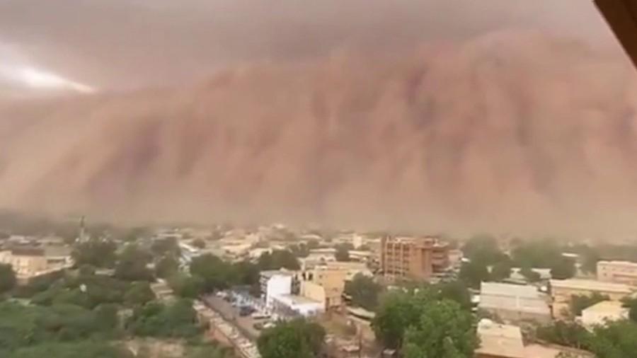 Enorme nube de polvo «apocalíptica» cubre la capital de Níger en África (Vídeo)