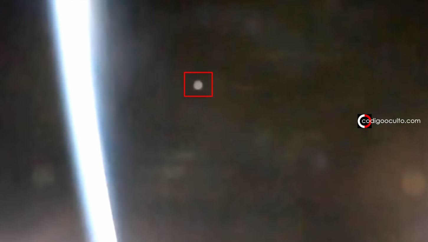 «NAVE enorme» cruza en delante cerca de la Estación Espacial