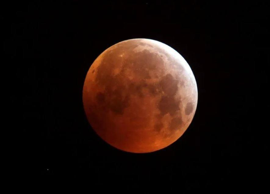 Este viernes disfruta una Luna llena de fresa y un eclipse lunar penumbral