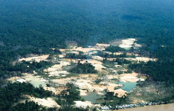 Pueblo indígena amazónico lanza campaña para expulsar a 20.000 mineros de oro de sus tierras