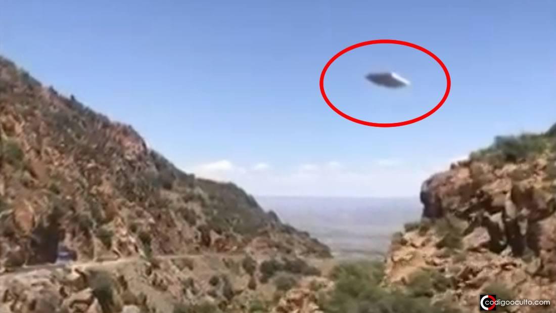 Turista captura un raro OVNI rectangular y plano en Arizona (VÍDEO)