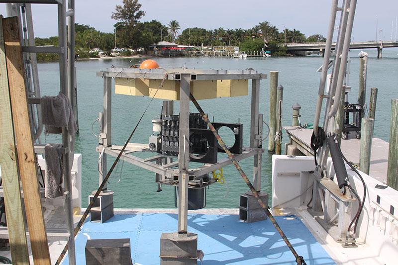 Explorarán misterioso agujero azul de 130 metros de profundidad en Florida