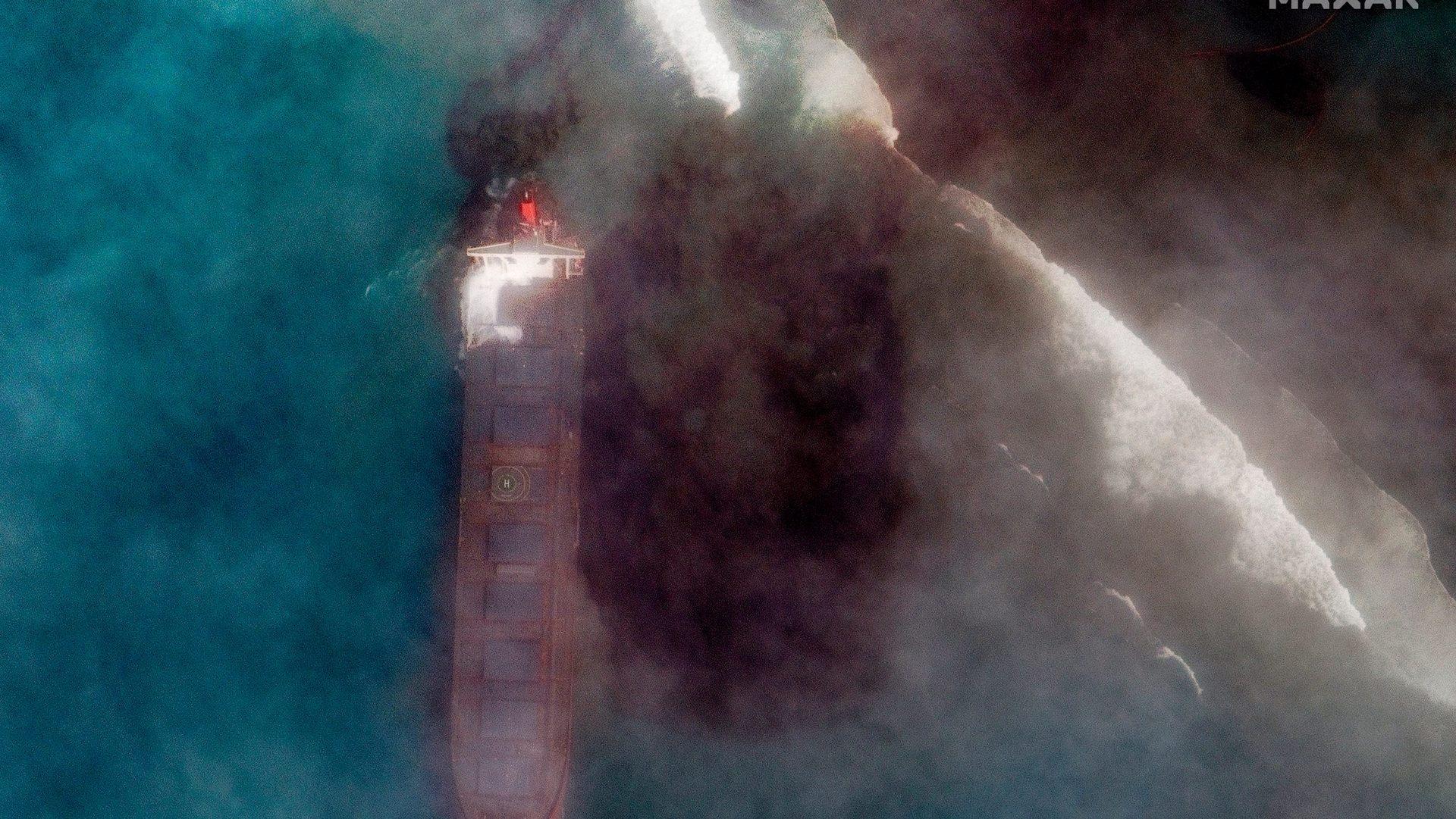 Catástrofe ambiental: derrame de petróleo en isla Mauricio es visible desde el espacio