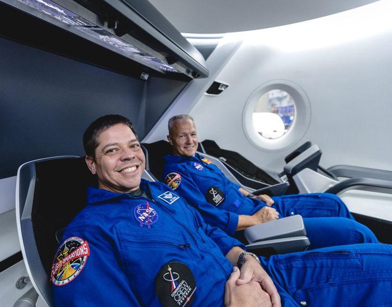 ENVIVO: Nave espacial Crew Dragon retorna a Tierra con astronautas a bordo