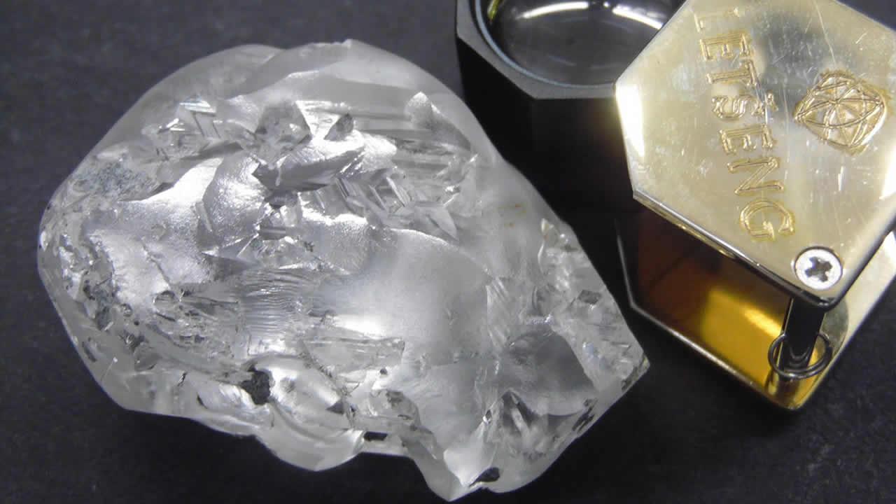 Hallan diamante de 442 quilates en África con un valor aproximado de $ 18 millones