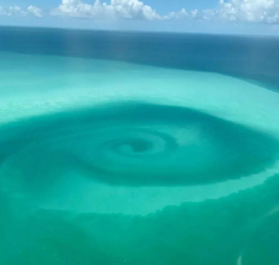 Huracán Laura creó un remolino de extraño color en Cayo Hueso en Florida