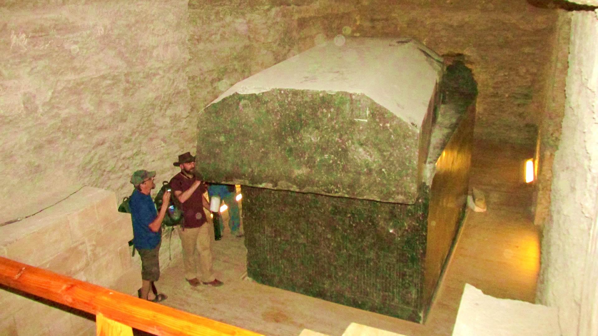 ¿Fueron estas enormes cajas de granito usadas como portales estelares? (VÍDEO)